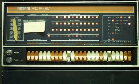 PDP-8 a jeho blikající světýlka